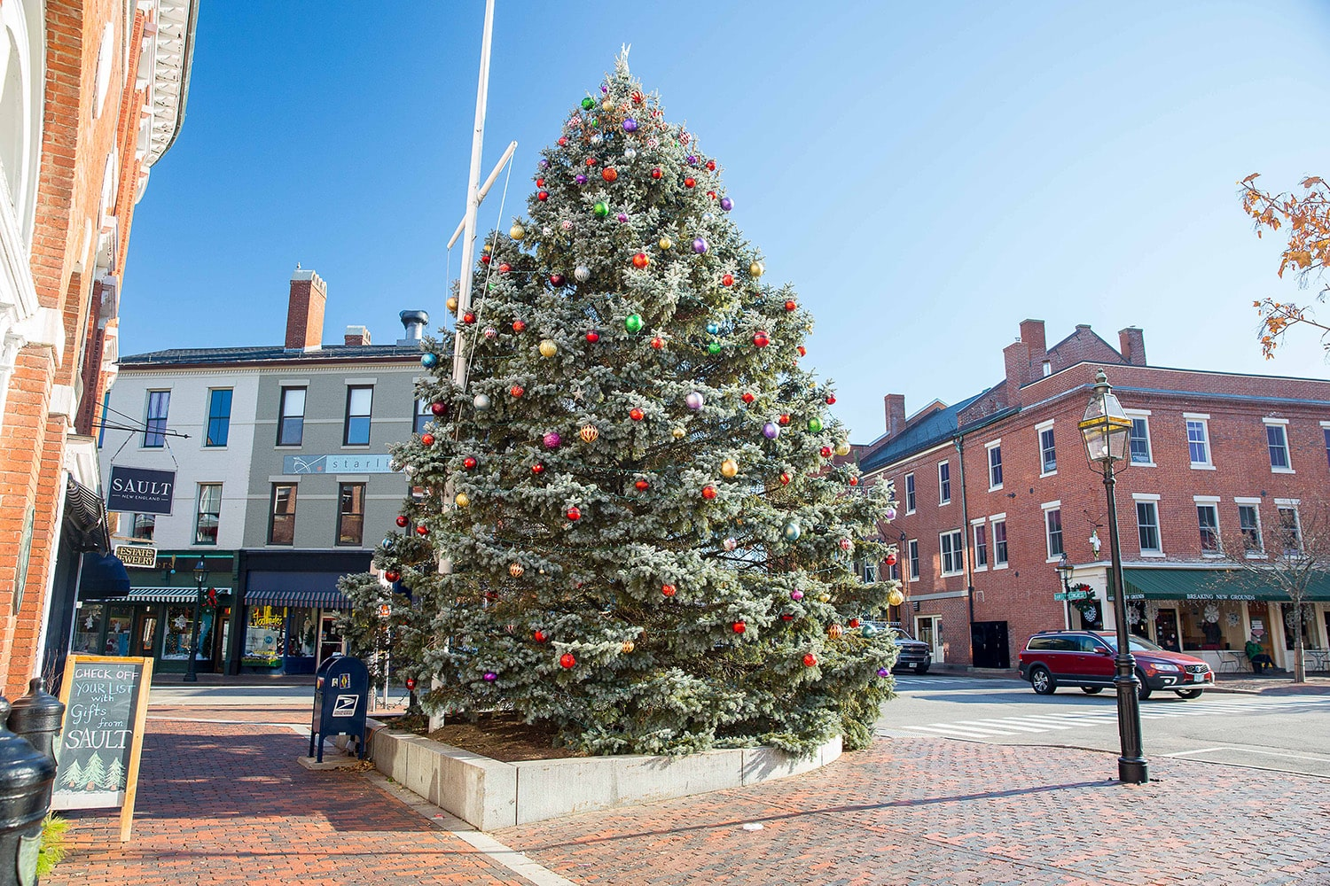 Downtown Portsmouth with Christmas Tree